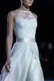 在时装表演第14个商展婚礼期间,模型走跑道 图库摄影