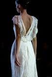 在时装表演第14个商展婚礼期间,模型走跑道 库存照片