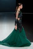 在时装表演Valentin Yudashkin的女性模型在莫斯科时尚星期,秋天冬天2016/2017 免版税库存图片