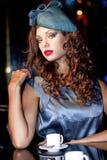 在时髦的名牌服装的年轻美好的模型 库存图片