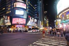 在时代广场附近的区域在晚上 免版税库存照片