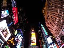 在时间正方形, NYC的一个宽看法 免版税库存图片
