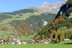 在昂热尔贝格村庄瑞士的环境美化 免版税库存照片