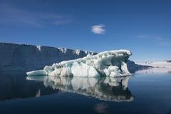 在昌普岛的冰,弗朗兹约瑟夫土地 免版税图库摄影