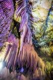 在明亮和五颜六色的洞Abrskil里面,阿布哈兹 免版税库存照片