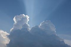 在明亮的云彩星期日之后 库存图片