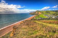 在明亮的五颜六色的HDR的Eype多西特侏罗纪海岸在Bridport南部和在西湾英国英国hdr附近 库存照片