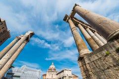 在明亮的古罗马ruines 免版税库存图片