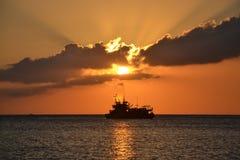 在明亮的太阳下的风帆 库存照片