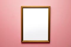 在明亮的桃红色墙壁上的空白的框架 免版税图库摄影