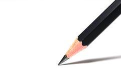 在白色背景的一支锋利的黑铅笔 库存照片