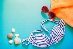 在明亮的背景的夏天游泳事 免版税库存照片