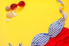 在明亮的背景的夏天游泳事 图库摄影