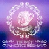 在明亮的背景的手拉的啤酒杯 免版税库存照片