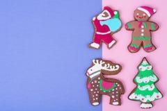 在明亮的背景的美丽和鲜美圣诞节酥皮点心 图库摄影