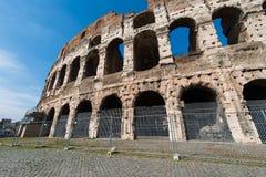 在明亮的著名colosseum 免版税库存图片