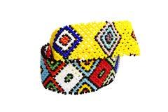 在明亮的颜色的两个祖鲁族人珠饰细工镯子 免版税库存图片