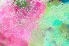 在明亮的颜色的抽象背景与雨珠,被弄脏的样式 现代样式、墙纸或者横幅的生动的色彩 库存照片