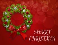 在明信片的圣诞节花圈 绿色冷杉分支与一个弓、红色和银中看不中用的物品在红色背景 库存例证