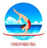 在明轮轮叶的妇女实践的一口瑜伽在海海洋传染媒介例证 背景峡湾光芒海运星期日 库存例证