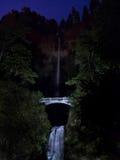 在星下的瀑布 免版税库存照片