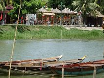 在星期四好的妙语河,会安市,越南的小船 库存照片
