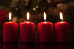 在星期天设置的出现蜡烛在圣诞节前 免版税库存图片