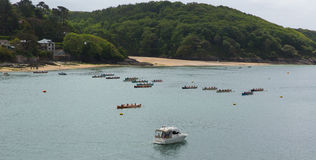 在星期天试验在Salcombe德文郡英国英国的违规记录赛跑的划船事件2015年5月31日 免版税库存图片