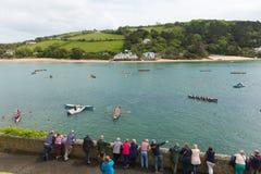 在星期天试验在Salcombe德文郡英国英国的违规记录赛跑的划船事件2015年5月31日 图库摄影