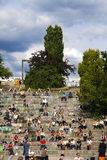 在星期天, Mauerpark圆形剧场,柏林德国 免版税图库摄影