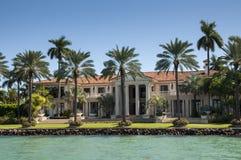 在星海岛上的豪华豪宅在迈阿密 免版税库存照片