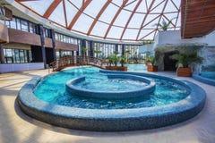 在星莲属Aquapark的热的水池在奥拉迪亚,罗马尼亚 库存图片