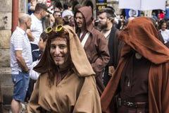 在星际大战服装假装的人们 免版税库存照片