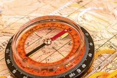 在映射的指南针 免版税图库摄影