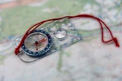在映射的指南针 免版税库存图片