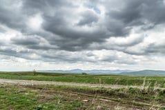 在春天农业领域的风暴 免版税库存照片