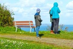在春天大西洋海岸(法国)的家庭 免版税库存图片