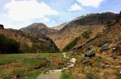 在春天,西部高地的山 免版税库存图片
