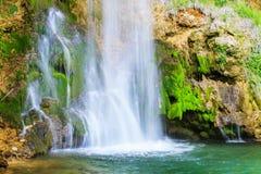 在春季的瀑布 图库摄影