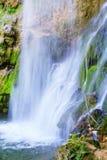 在春季的瀑布 免版税库存照片