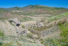 在春季的美丽的克里米亚半岛山。 免版税库存照片