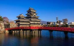 在春季的马塔莫罗斯城堡,长野,日本 库存图片