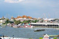 在昭披耶河的游船 库存照片