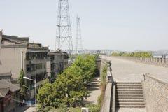 在昭明Tai后的北部街道在襄阳市(湖北,中国) 库存图片