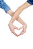 在显示与他们的手指的爱的华伦泰夫妇心脏 概念亲吻妇女的爱人 免版税库存照片