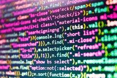 在显示器屏幕上的IT编制程序 大数据数据库app 台式计算机显示器照片 免版税库存照片