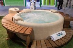 在显示在HOMI,家国际展示的旋涡浴在米兰,意大利 免版税库存照片