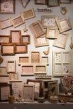 在显示在HOMI,家国际展示的木制框架在米兰,意大利 免版税库存图片