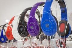 在显示在HOMI,家国际展示的耳机在米兰,意大利 免版税库存图片