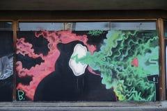 在显示梦想的墙壁上的街道画喜欢场面 免版税库存图片